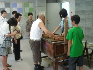 「和紙とともに生きた後藤清吉郎展」紙漉体験コーナー